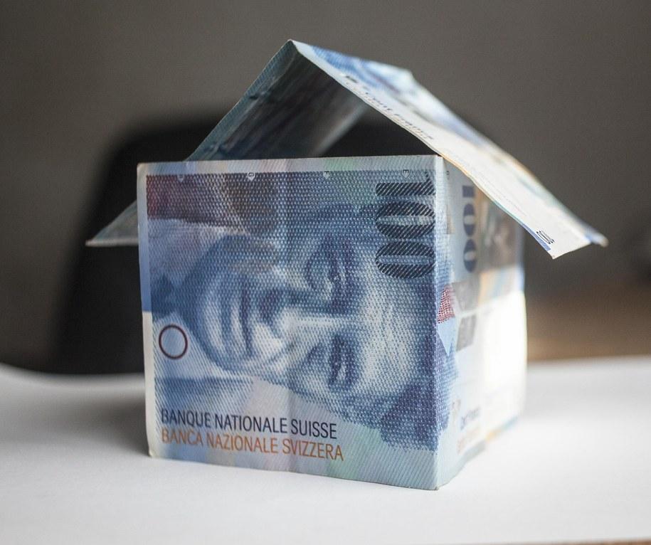 Banknoty stufrankowe / Michał Walczak      /PAP/EPA