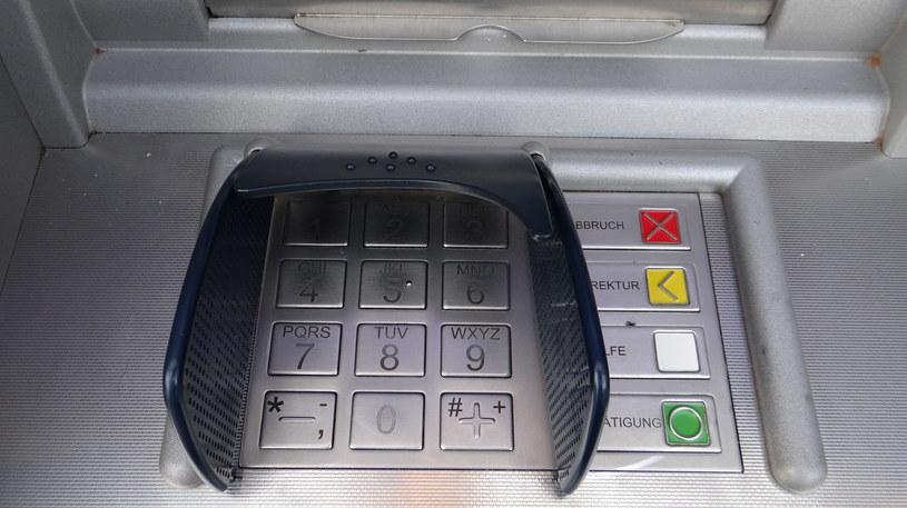 Bankomaty nadal stanowią duże zagrożenie na wakacjach, szczególnie w miejscach często odwiedzanych przez turystów. Zdj. ilustracyjne /123RF/PICSEL