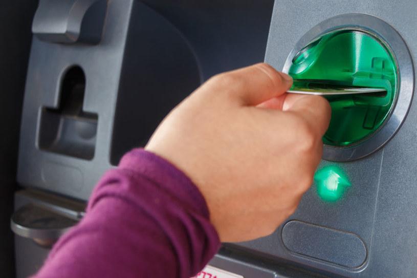 Bankomaty od lat znajdują się na celowniku oszustów /123RF/PICSEL