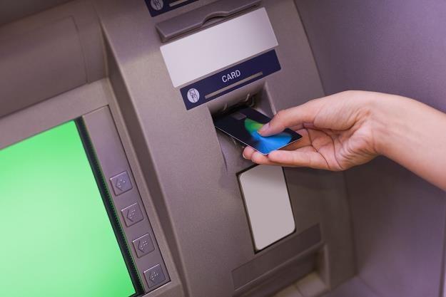 Bankowość internetowa wygryzła z rynku bankomaty /©123RF/PICSEL