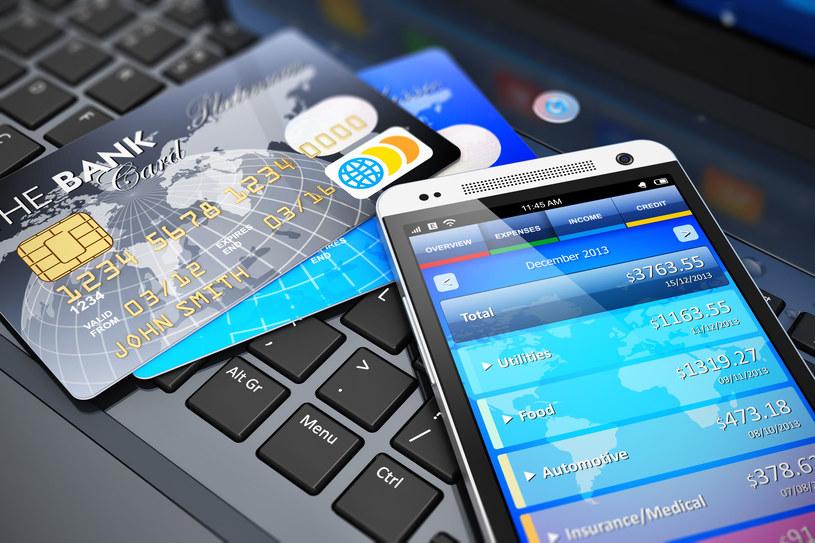 Bankowość mobilna jest coraz bardziej popularna - trzeba jednak uważać podczas wykonywania operacji finansowych z poziomu telefonu /123RF/PICSEL