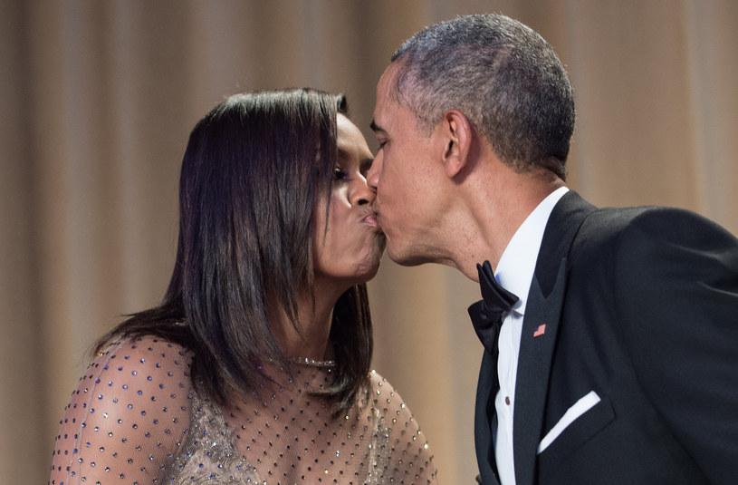 Barack i Michelle Obama są małżeństwem od 28 lat /NICHOLAS KAMM / AFP /East News
