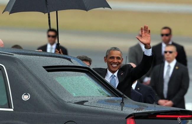 Barack Obama na lotnisku w Hawanie /PAP/EPA