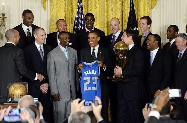 Barack Obama na spotkaniu z koszykarzami Dallas. /AFP