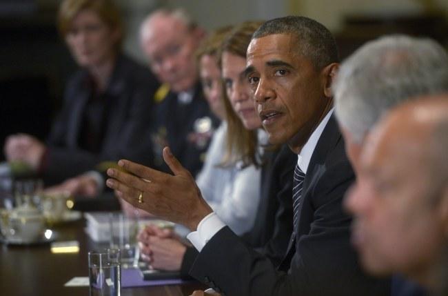 Barack Obama podczas specjalnego posiedzenia ws. eboli /SHAWN THEW    /PAP/EPA