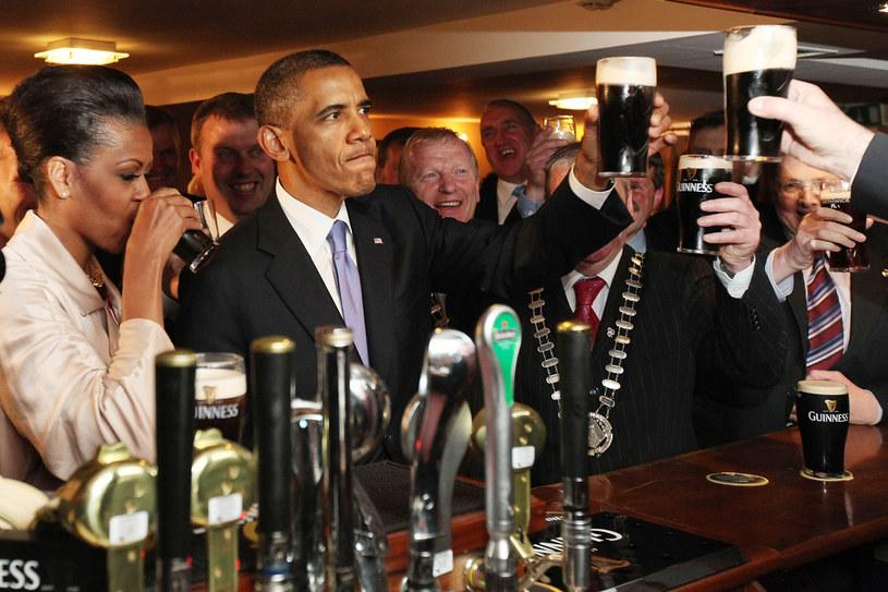 """Barack Obama, podobnie jak jego wyborcy, uwielbia piwo """"z importu"""" /Getty Images/Flash Press Media"""
