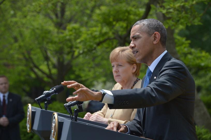 Barack Obama (z prawej) i Angela Merkel (w tle z lewej) po spotkaniu w Waszyngtonie /MANDEL NGAN /AFP