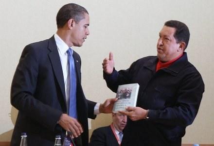 """Barack otrzymał """"Otwarte żyły Ameryki Łacińskiej:  pięć wieków plądrowania kontynentu"""" /AFP"""