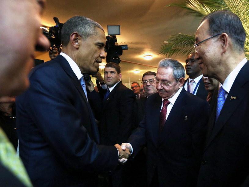 Baracka Obama i Raul Castro uścisnęli sobie dłonie /PAP/EPA