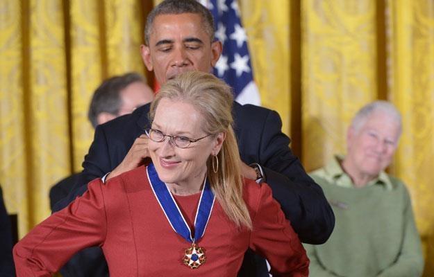 Barak Obama wręcza Prezydencki Medal Wolności Meryl Strrep /AFP