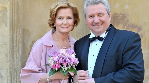 Barbara Bursztynoiwcz i Andrzej Grabarczyk jako serialowi małżonkowie /AKPA