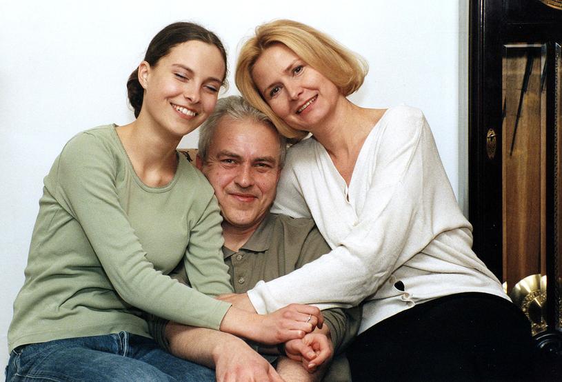 Barbara Bursztynowicz z cóką  i mężem /AKPA