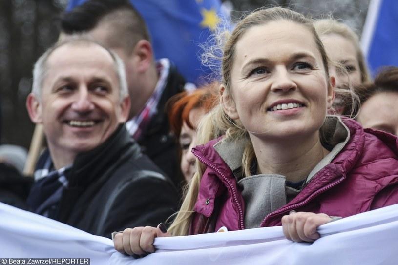 Barbara Nowacka podczas marszu protestacyjnego zorganizowanego przez KOD /Beata Zawrzel /Reporter