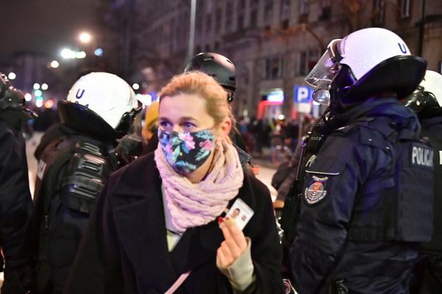 Barbara Nowacka podczas wczorajszej manifestacji /Andrzej Lange /PAP