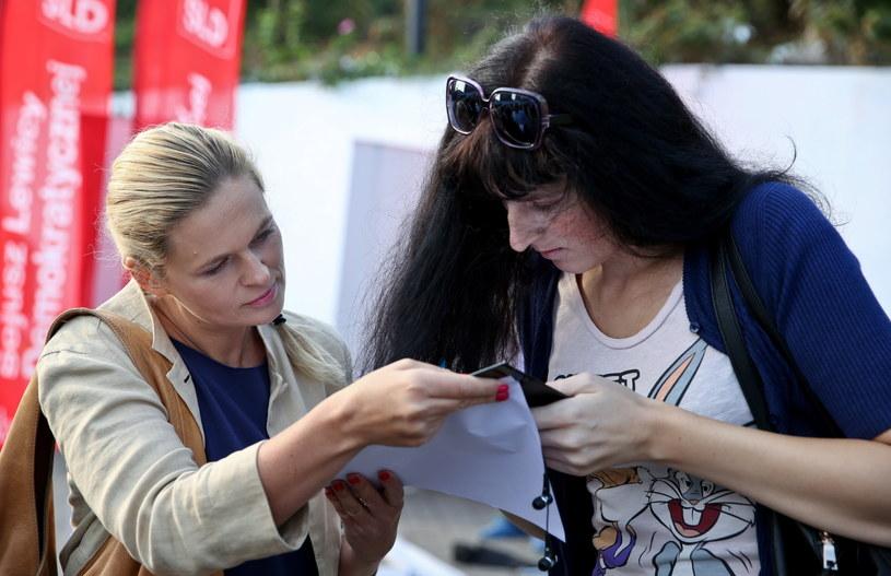 Barbara Nowacka z Twojego Ruchu podczas inauguracji zbierania podpisów /Rafał Guz /PAP