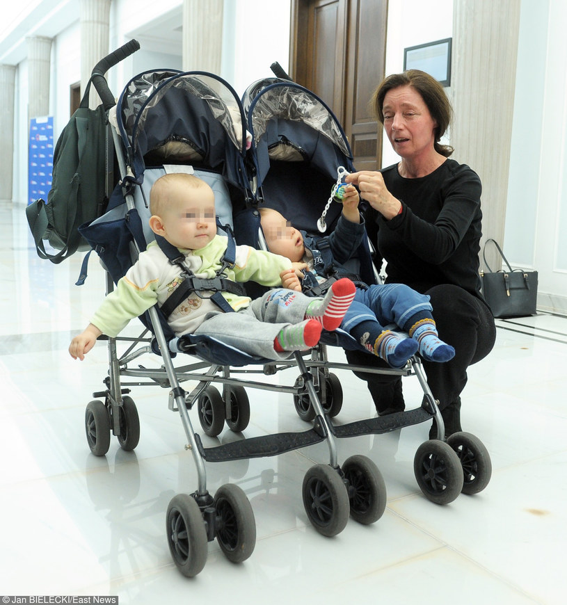 Barbara Sienkieiwcz z dziećmi /- /East News
