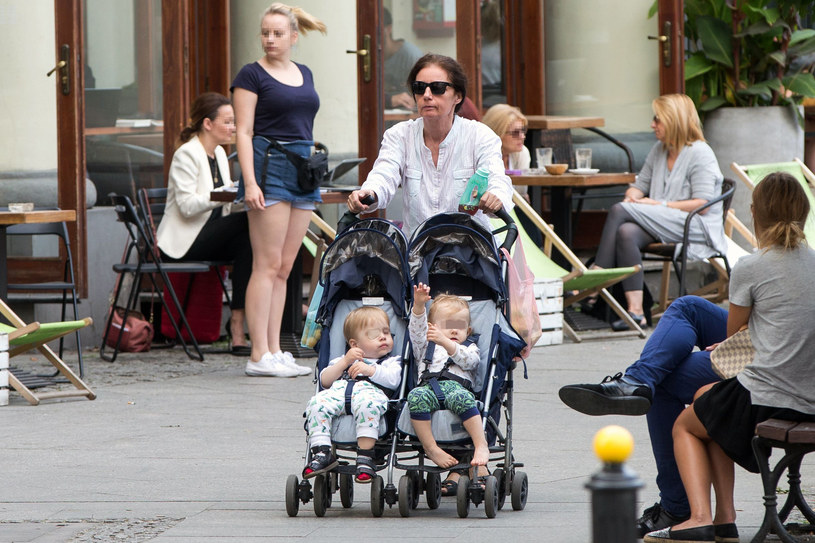 Barbara Sienkiewicz z dziećmi na spacerze! /- /Foto IP