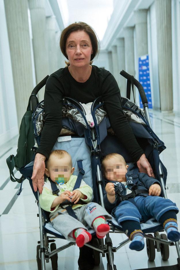 Barbara Sienkiewicz z dziećmi /East News