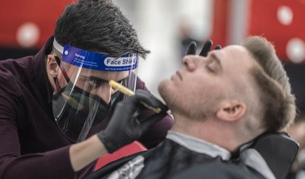 Barber w Austrii /CHRISTIAN BRUNA /PAP/EPA