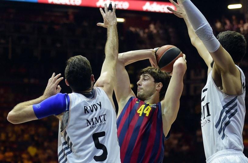 Barcelona i Real Madryt walczą o tytuł mistrzowski /AFP