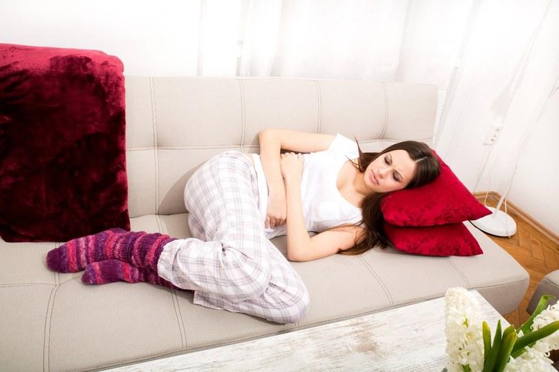 Bardzo bolesna miesiączka doskwiera tysiącom kobiet /123RF/PICSEL