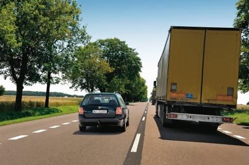 Bardzo dobrą, jak na samochód używany tej klasy, elastyczność w praktyce daje się odczuć, zwłaszcza podczas wyprzedzania kilku ciężarówek. /Motor