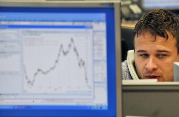 Bardzo mocno spadają dzisiaj giełdowe ceny akcji banków /AFP
