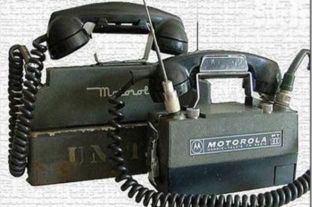 Bardzo stare telefony firmy Motorola - już niedługo Motoroli będącą własnością Google /vbeta