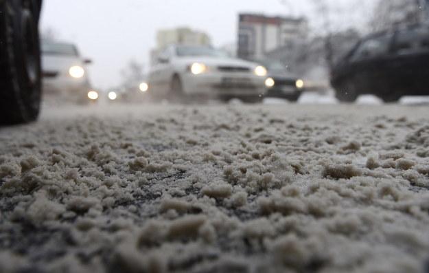 Bardzo trudne warunki na drogach panują w całym kraju /PAP