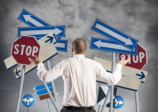Bariery przed nami, inwestorami... /©123RF/PICSEL