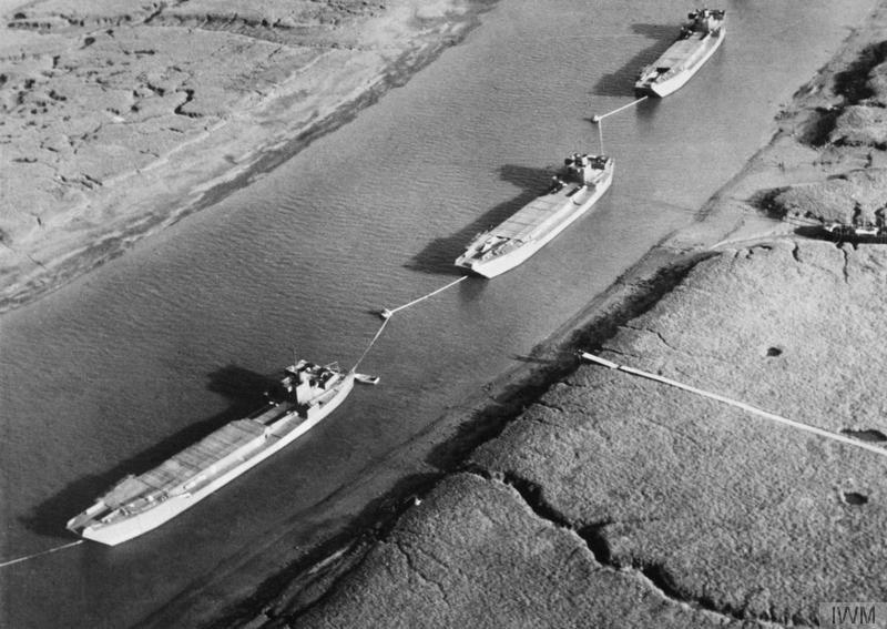 Barki desantowe ze sklejki i płótna były rozrzucone po południowo-wschodniej Anglii, aby przekonać Niemców, że desant nastąpi w Pas-de-Calaise /domena publiczna
