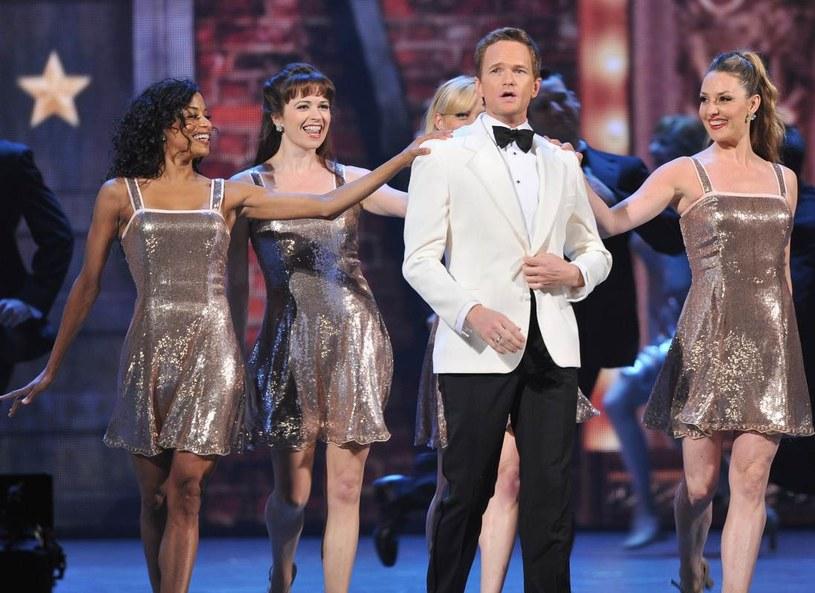 Barney Stinson w swoim żywiole. Kobiety go uwielbiają! /Getty Images/Flash Press Media