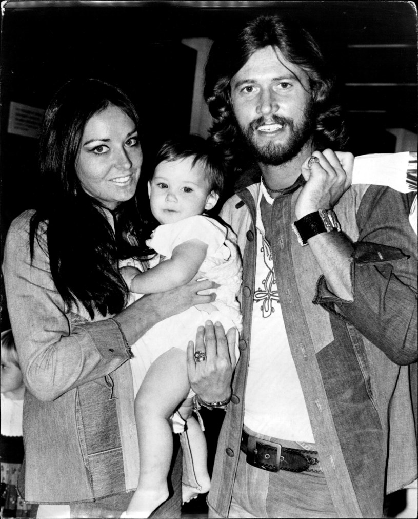 Barry Gibb i Linda Ann Gray ze swoim synem Stephenem /Fairfax Media Archives /Getty Images