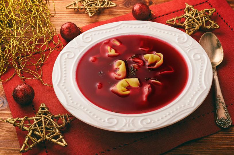 Barszcz czerwony to nieodłączny element kolacji wigilijnej /123RF/PICSEL