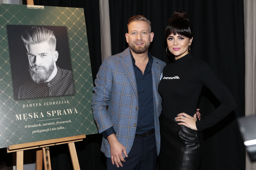 Bartek Jędrzejak z Gabi Drzewiecką podczas promocji książki /Adam Jankowski /East News