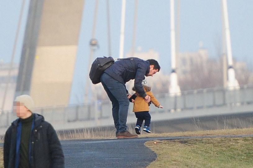 Bartek Wróblewski z synem /Foto IP