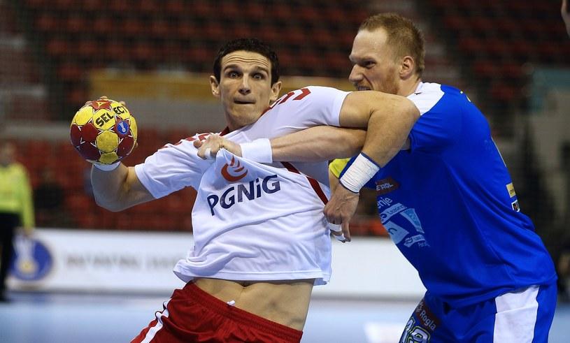 Bartłomiej Jaszka w ataku na słoweńską bramkę podczas meczu mistrzostw świata /AFP