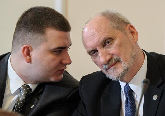 Bartłomiej Misiewicz i Antoni Macierewicz /Rafal Oleksiewicz /Reporter