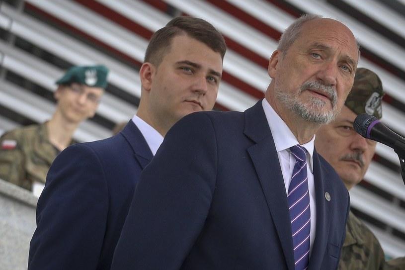 Bartłomiej Misiewicz i Antoni Macierewicz /Mariusz Grzelak /Reporter