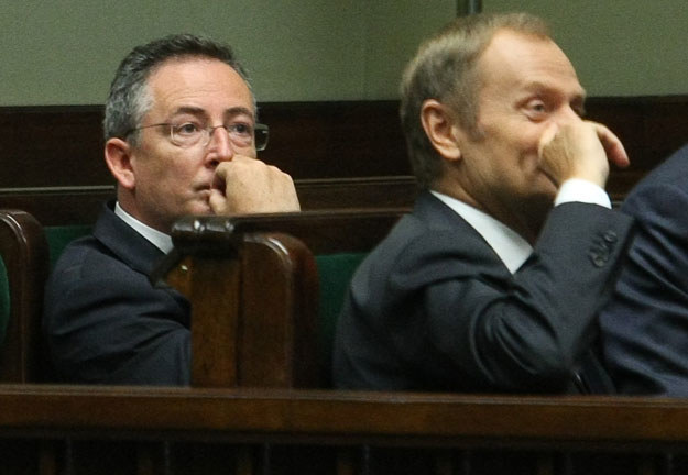 Bartłomiej Sienkiewicz (z lewej): Donald Tusk ma wciąż plecy w Polsce /Michał Dyjuk /Reporter
