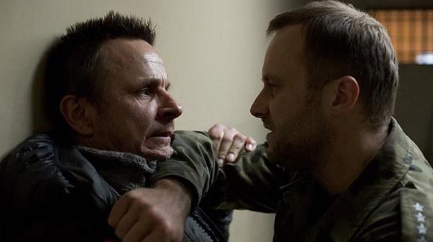 """Bartłomiej Topa podkreśla, że praca na planie serialu """"Wataha"""" była przygodą życia i dużym wyzwaniem zawodowym. /Krzysztof-Wiktor /HBO"""