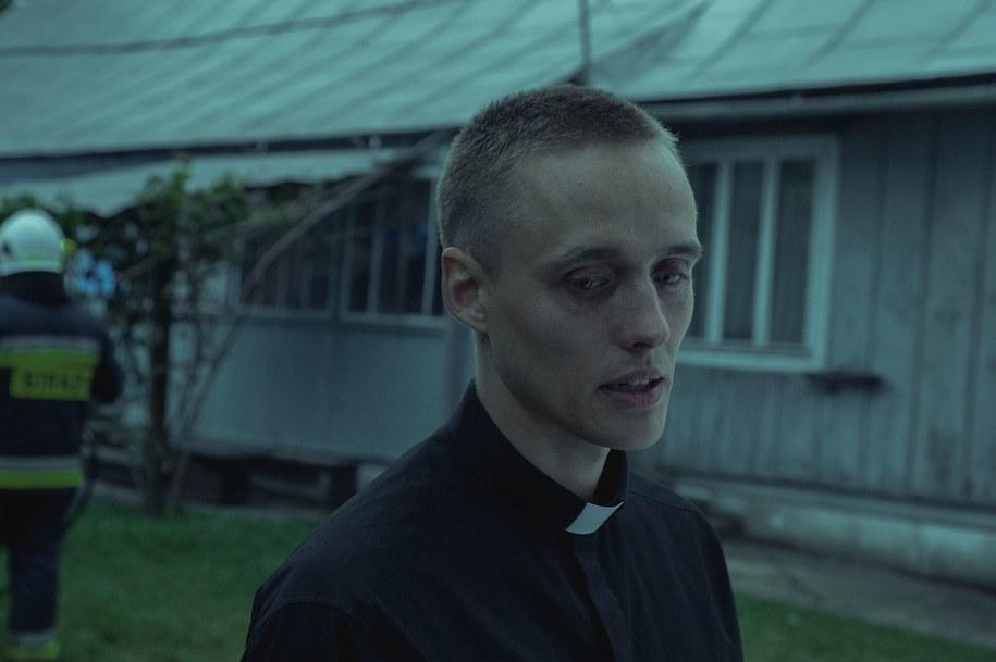 """Bartosz Bielenia na planie """"Bożego Ciała"""" /Andrzej Wencel/Aurum Films /Materiały prasowe"""