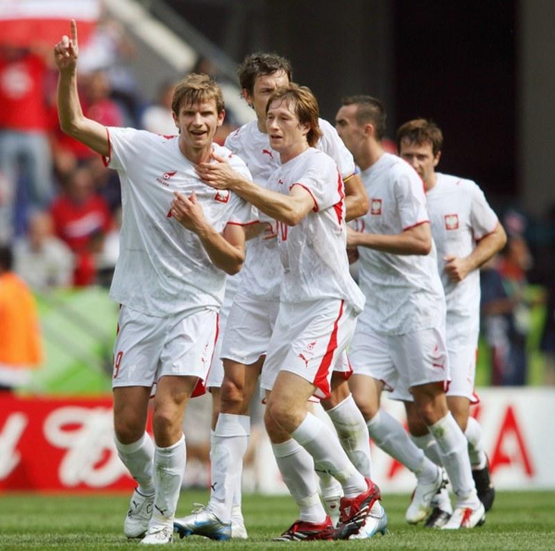 Bartosz Bosacki cieszy się z gola dla reprezentacji Polski w meczu z Kostaryką na MŚ w 2006 roku /AFP