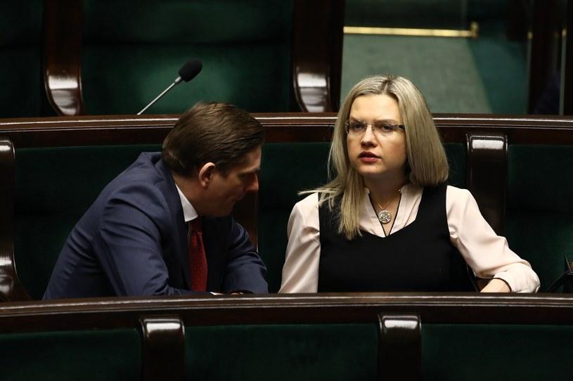 Bartosz Kownacki trafi do komisji ds. Amber Gold. obok przewodnicząca Małgorzata Wassermann /Stanisław Kowalczuk /East News