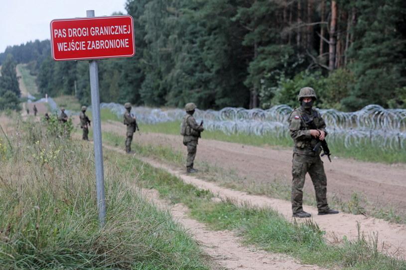 Bartosz Kramek jest wśród zatrzymanych na granicy, na zdjęciu: płot na granicy polsko-białoruskiej / Artur Reszko    /PAP