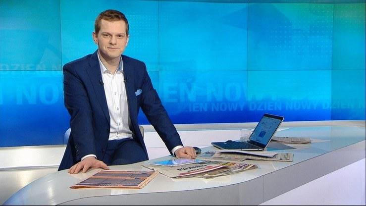 """Bartosz Kurek jako gospodarz programu """"Nowy Dzień"""" na antenie Polsat News /Polsat News /materiały programowe"""