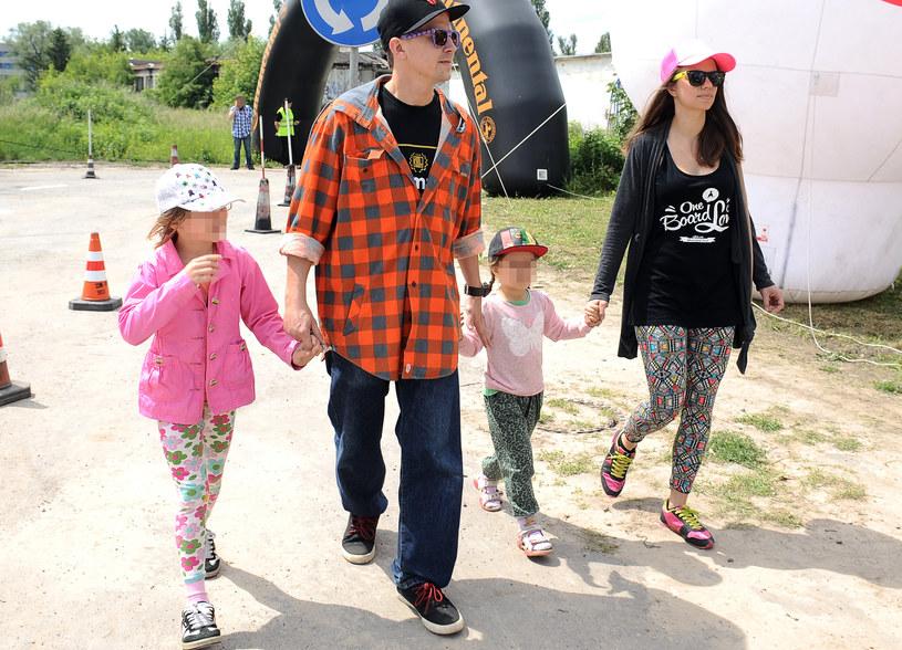 Bartosz Obuchowicz  z żoną i dwoma starszymi córkami /Andras Szilagyi /MWMedia