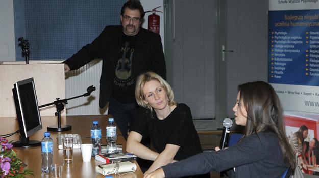 """Bartosz Węglarczyk, Małgorzata Ohme i Kinga Rusin podczas promocji książki """"Co z tym życiem?"""" /AKPA"""