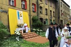 Barwna procesja w Lipinach