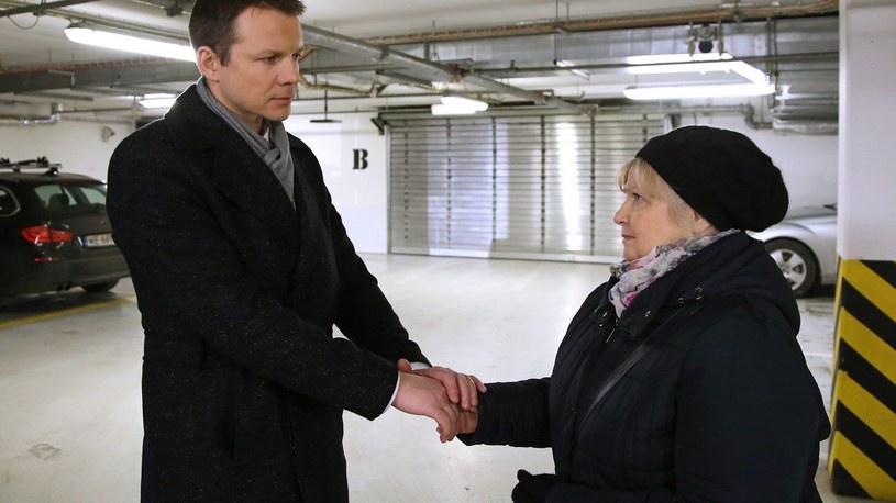 """""""Barwy szczęścia"""": Amelia jest w szoku widząc zdjęcie Stańskiego. Prezes okazuje się być jej synem. Poznajemy smutną rodzinną historię Amelii /www.barwyszczescia.tvp.pl/"""